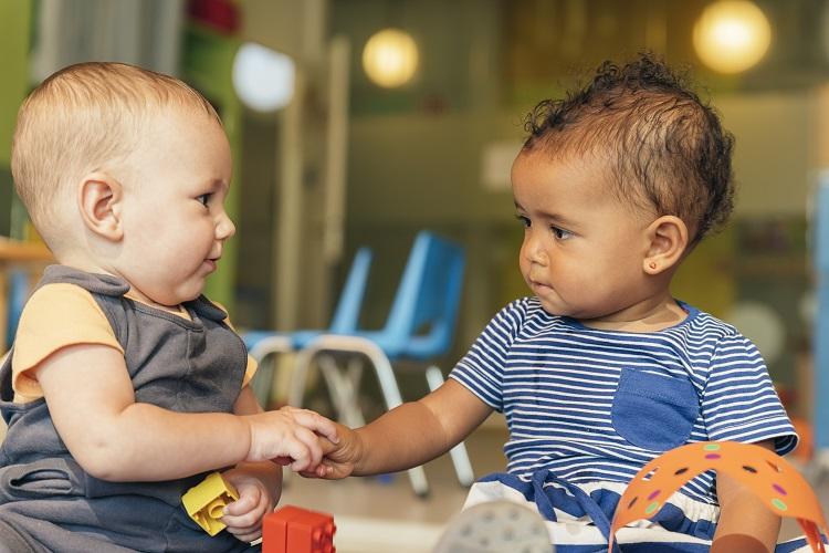 Desarrollo social de 0-3 años como parte del desarrollo emocional